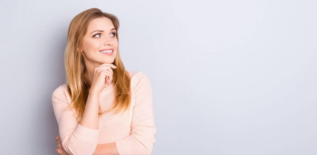 Ung-kvinna-funderar-ovar-samlingslanet